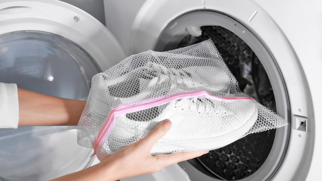 Wäschenetz für die Sneakers-Wäsche in der Waschmaschine
