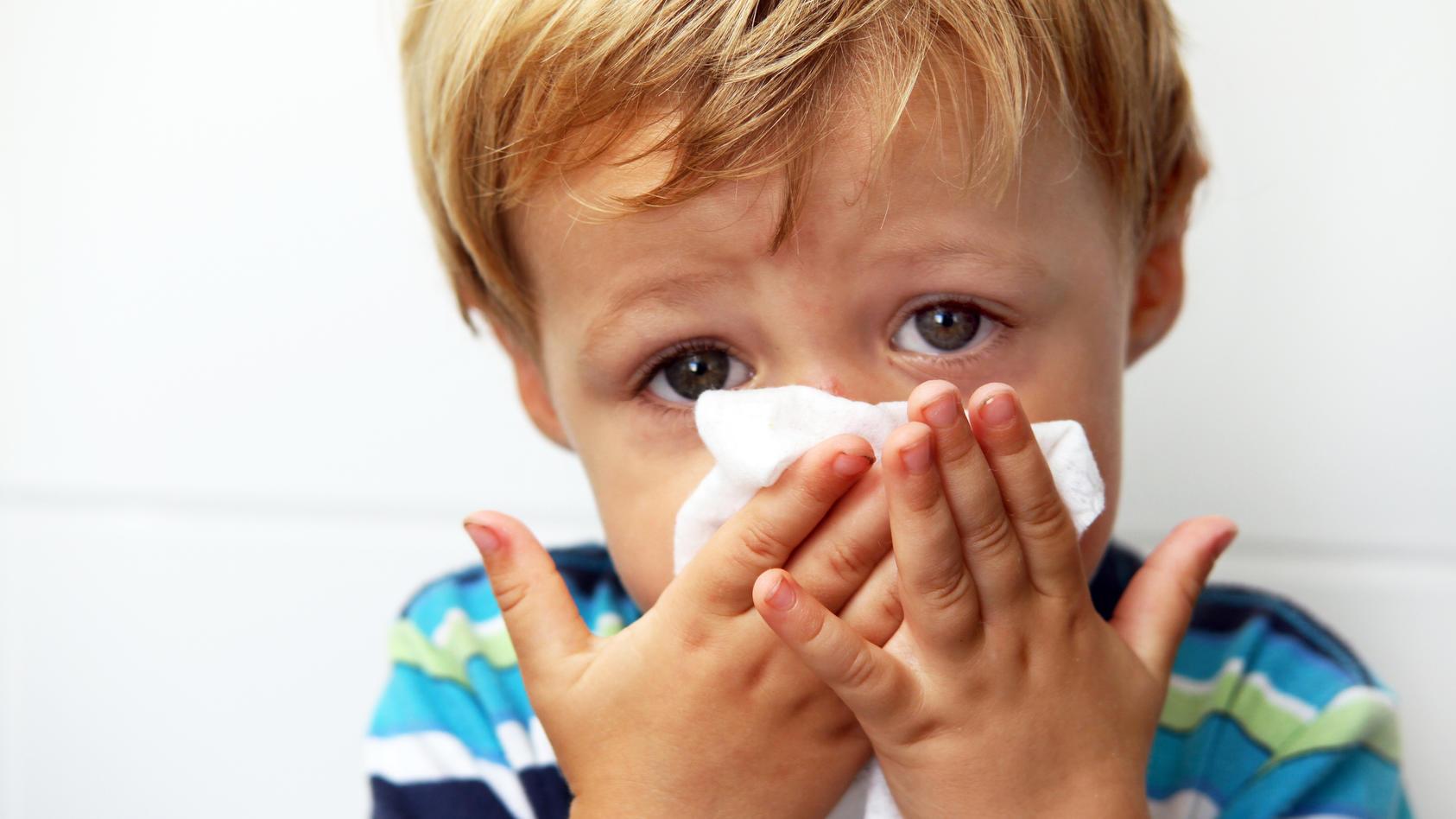 Aktuell ist Grippesaison. Und für Laien ist es schwer zu entscheiden, ob ihr Kind eine Grippe hat oder an Corona erkrankt ist.