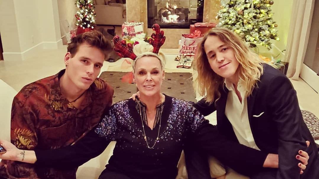 Brigitte Nielsen mit ihren Kindern Douglas Aaron Meyer (r.)  und Raoul Ayrton Meyer (l.).