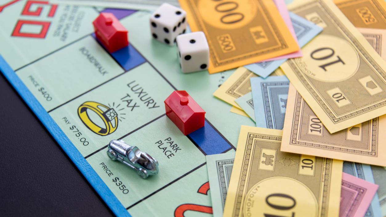 Bei Monopoly fliegen nicht nur die Würfel, sondern auch die Scheine