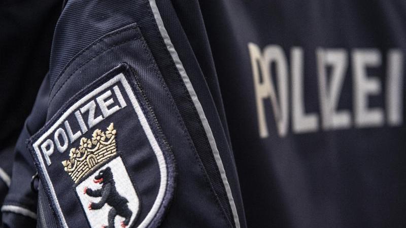 Zwei Berliner Polizisten stehen im Verdacht, während ihres Dienstes Drogen konsumiert zu haben (Symbolbild).