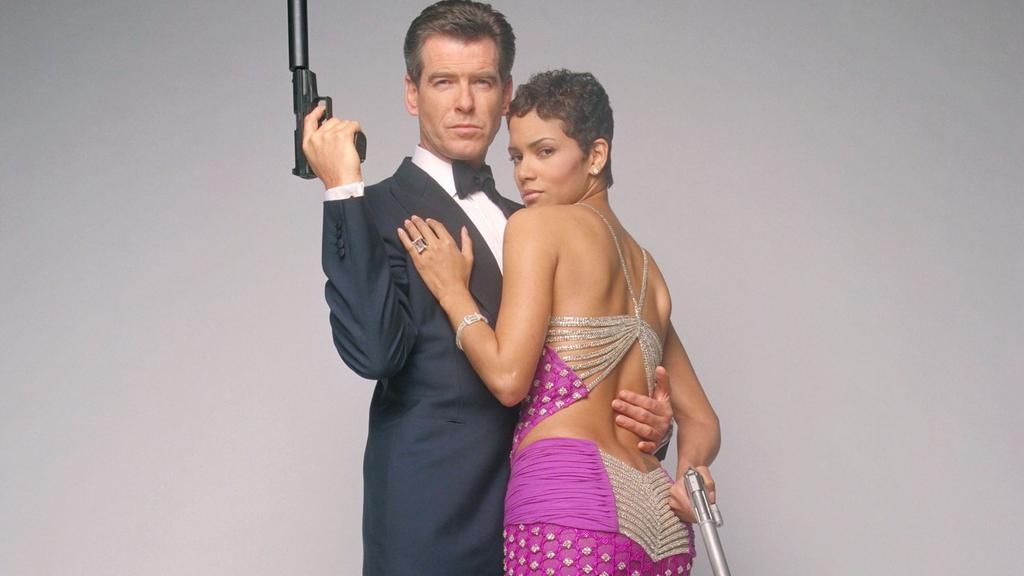 James Bond (Pierce Brosnan), Geheimagent Ihrer Majestät, ist wieder unterwegs - in tödlicher Mission: Es gilt einen Verräter zu entlarven und einen Krieg von katastrophalen Ausmaßen zu verhindern. Ihm zur Seite steht die gefährlich attraktive Jinx (H