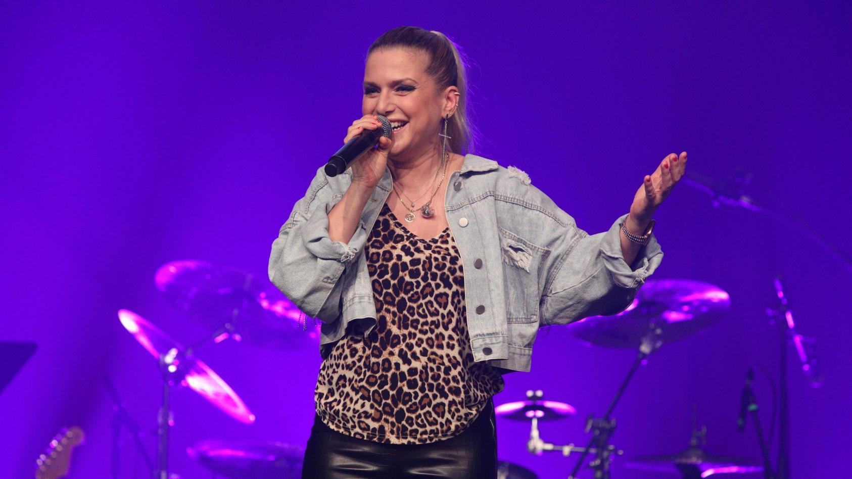 Sängerin Jeanette Biedermann entkleidet sich