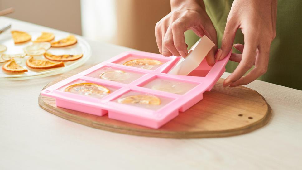 Es ist ganz simpel, zu Hause selbst Seife herzustellen