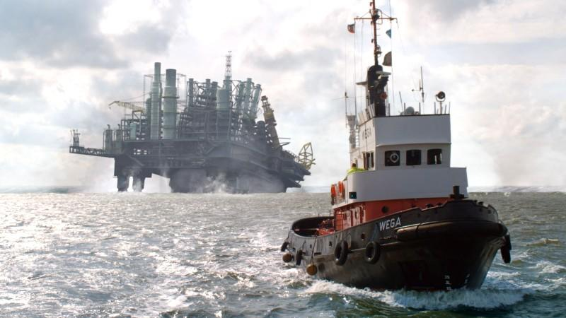 """Szenen aus dem Film """"Bermuda-Dreieck Nordsee"""": Das Meer tut sich auf und """"verschluckt"""" eine Bohrinsel"""