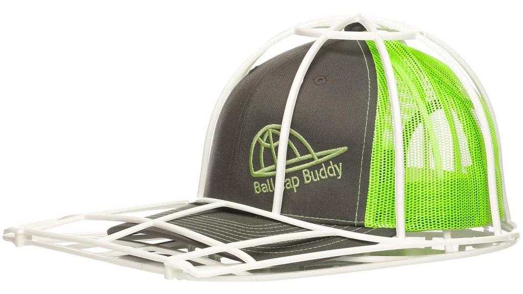 Der Ballcap Buddy ermöglicht das Waschen von Baseballkappen in der Spülmaschine.