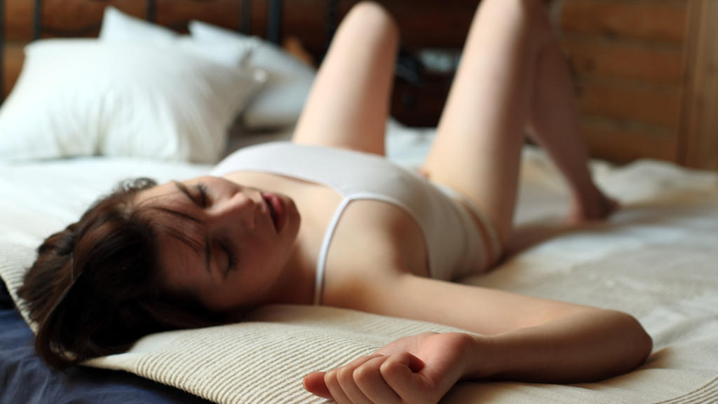 Das Becken kreisen lassen hilft, die Orgasmusfähigkeit zu verbessern