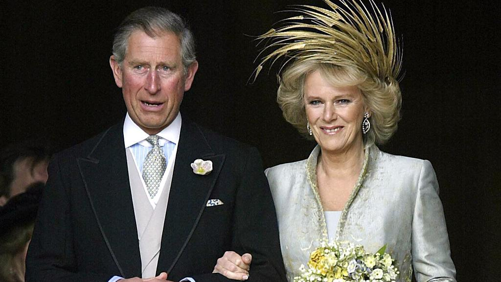 An image dated Saturday 09 April 2005 of the Prince of Wales with his new bride Camilla, Duchess of Cornwall after their blessing at St George's Chapel, Windsor on the day of their wedding ceremony. Foto: Michael Dunlea +++(c) dpa - Report+++