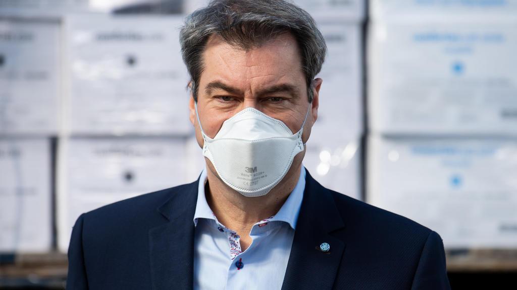 ARCHIV - 08.04.2020, Bayern, München: Markus Söder (CSU), Ministerpräsident von Bayern, nimmt an einem Pressetermin auf dem Werksgelände von BMW teil. Auch wenn Markus Söder als Ministerpräsident im Kampf der Bayern gegen das Coronavirus meist im Fok