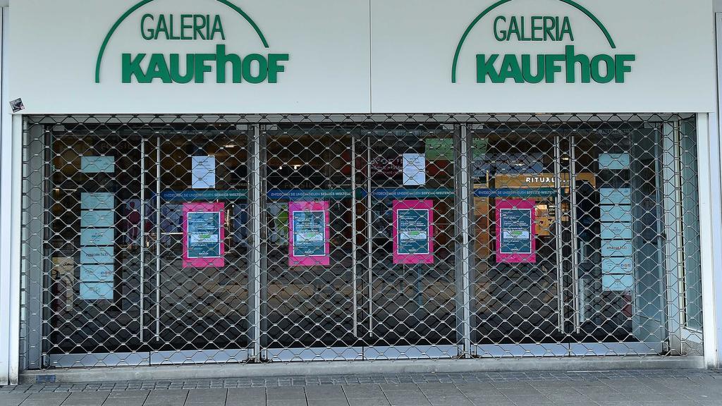 GALERIA Karstadt Kaufhof am 21.03.2020 in Essen Der Betriebsrat von Galeria Karstadt Kaufhof schlägt Alarm. Die Verordnungen zur Eindämmung der Coronavirus-Pandemie seien existenzbedrohend für Einzelhändler. In einem dramatischen Appell fordern die