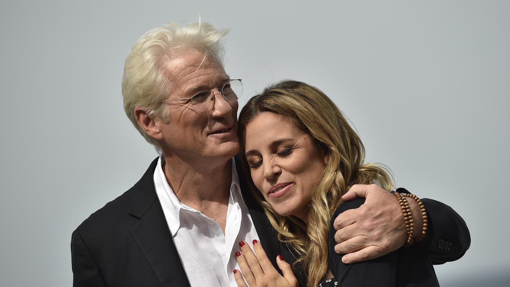 Richard Gere und Gattin Alejandra sind wieder Eltern geworden.
