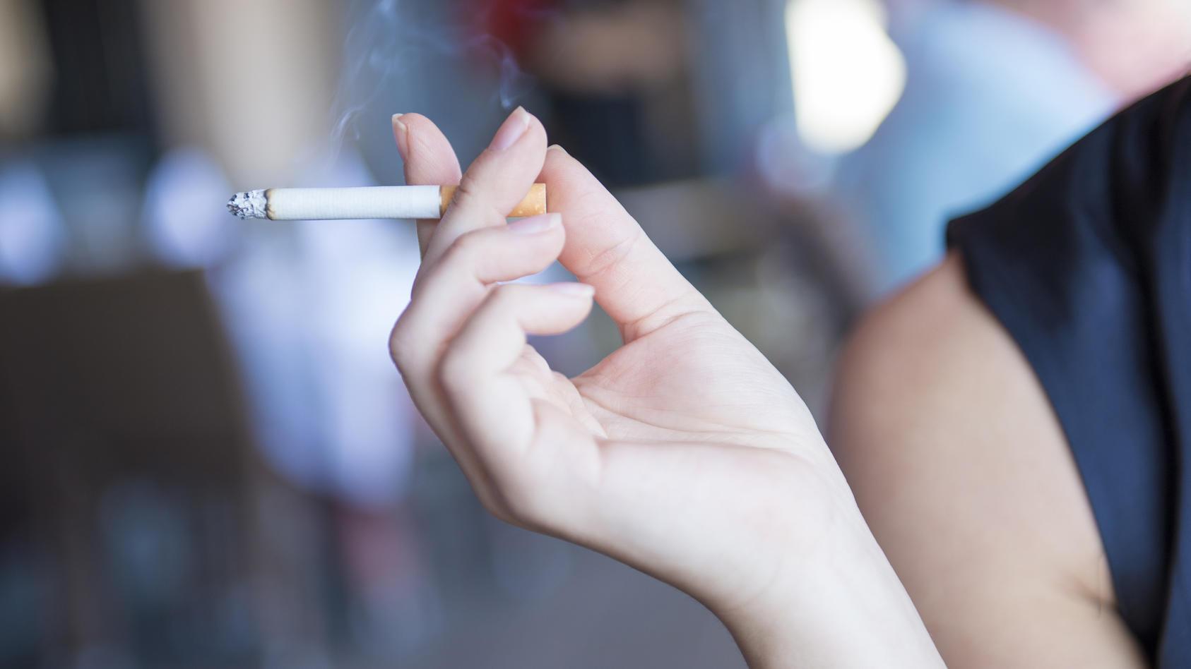 Laut einer französischen Studie sind unter den untersuchten COVID-19-Patienten nur wenige Raucher.