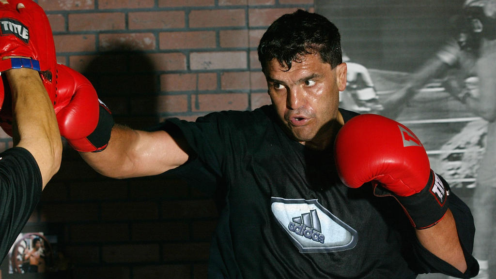 LOS ANGELES - APRIL 2:  Corrie Sanders works out for his upcoming fight against Vitali Klitschko at a gym on April 2, 2004 in Marina Del Rey, California. (Photo by Doug Benc/Getty Images)
