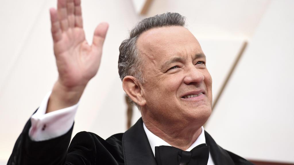 ARCHIV - 09.02.2020, USA, Los Angeles: Tom Hanks, US-Schauspieler, kommt zu der 92. Verleihung der Academy Awards in das Dolby Theatre. Nach seiner zweiwöchigen Covid-19-Quarantäne in Australien ist das Schauspieler-Ehepaar Tom Hanks und Rita Wilson
