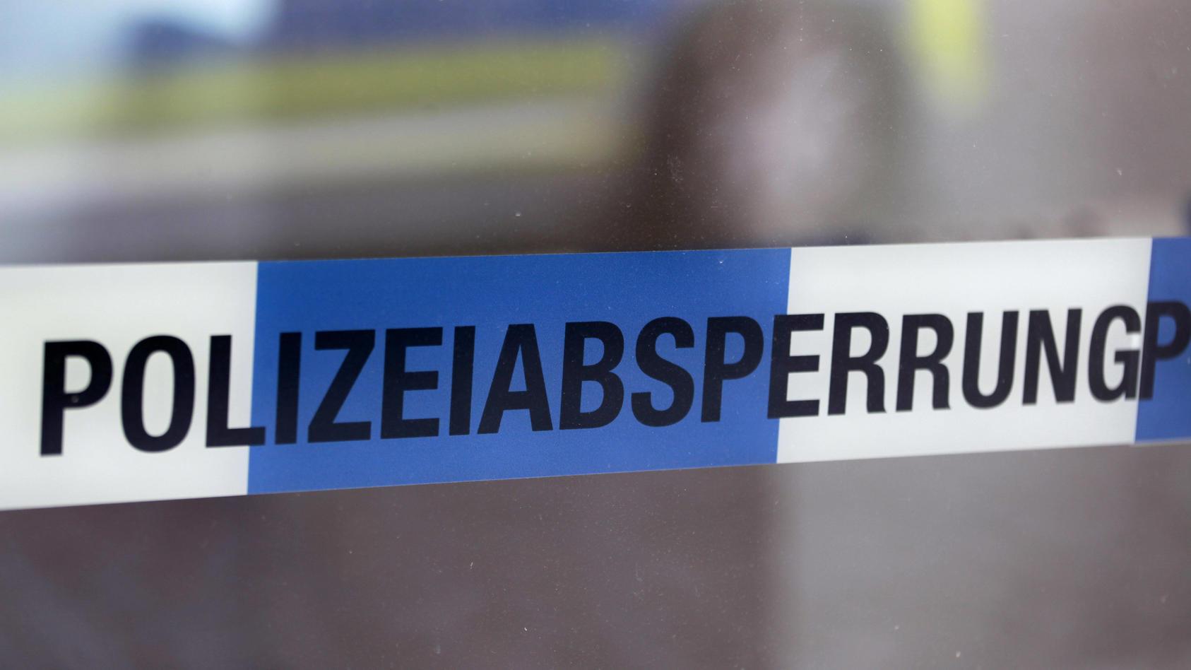 In der Nähe einer viel befahrenen Straße in Wesseling (südlich von Köln) ist ein menschliches Körperteil gefunden worden (Symbolbild).