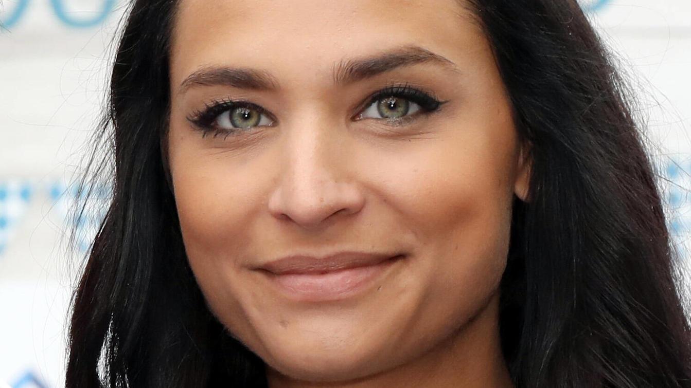 Amira sieht den Schönheitswahn von Frauen kritisch.
