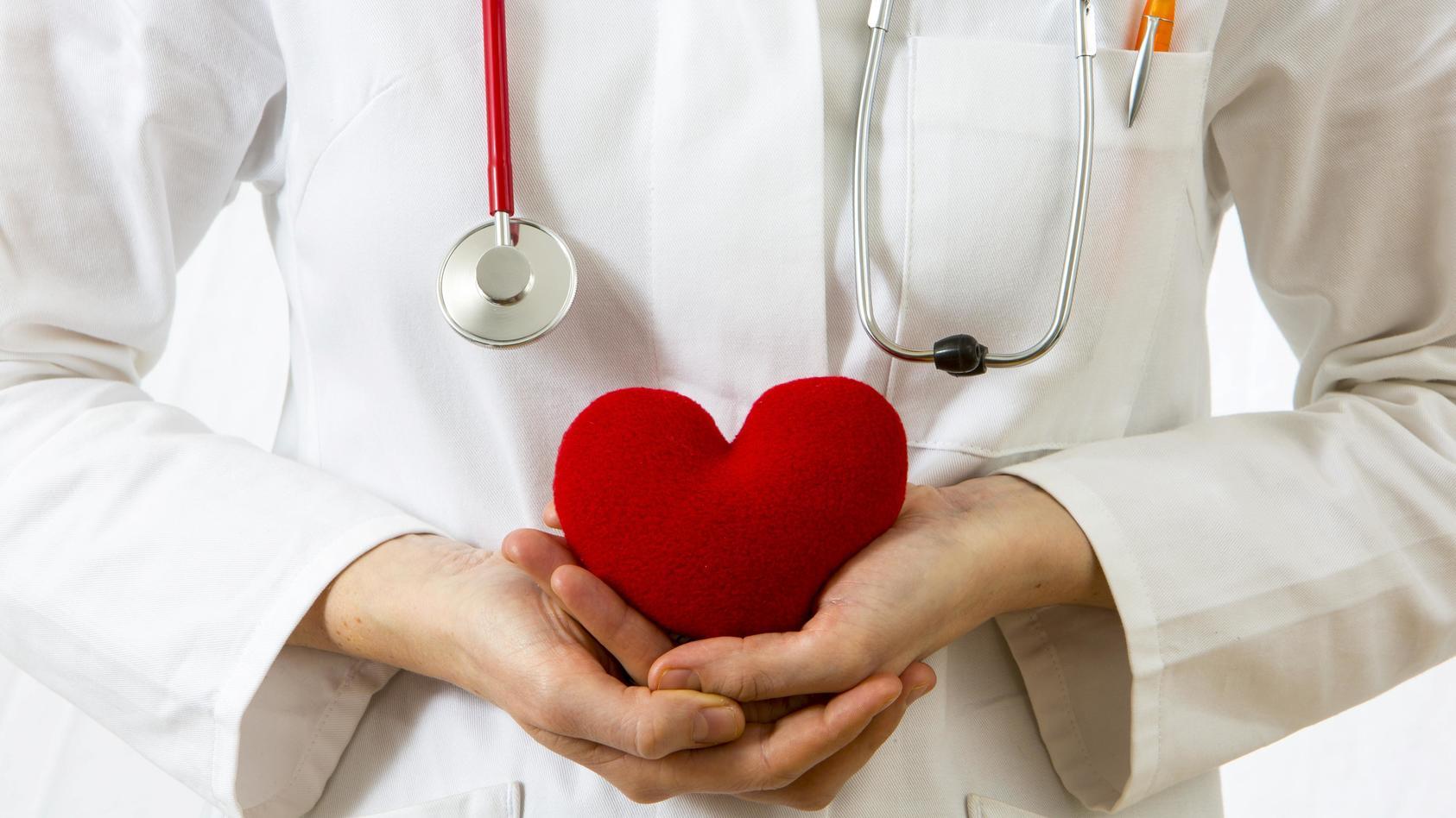 Das Ergebnis einer US-Studie: Menschen mit einer Corona-Infektion zeigten in den ersten 30 Tagen ihrer Erkrankung ein deutlich erhöhtes Risiko für kardiovaskuläre Probleme auf.