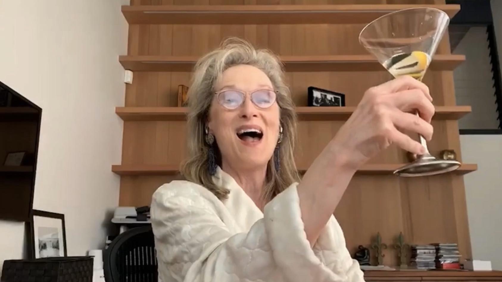Meryl Streep vor einem leeren Bücherregal