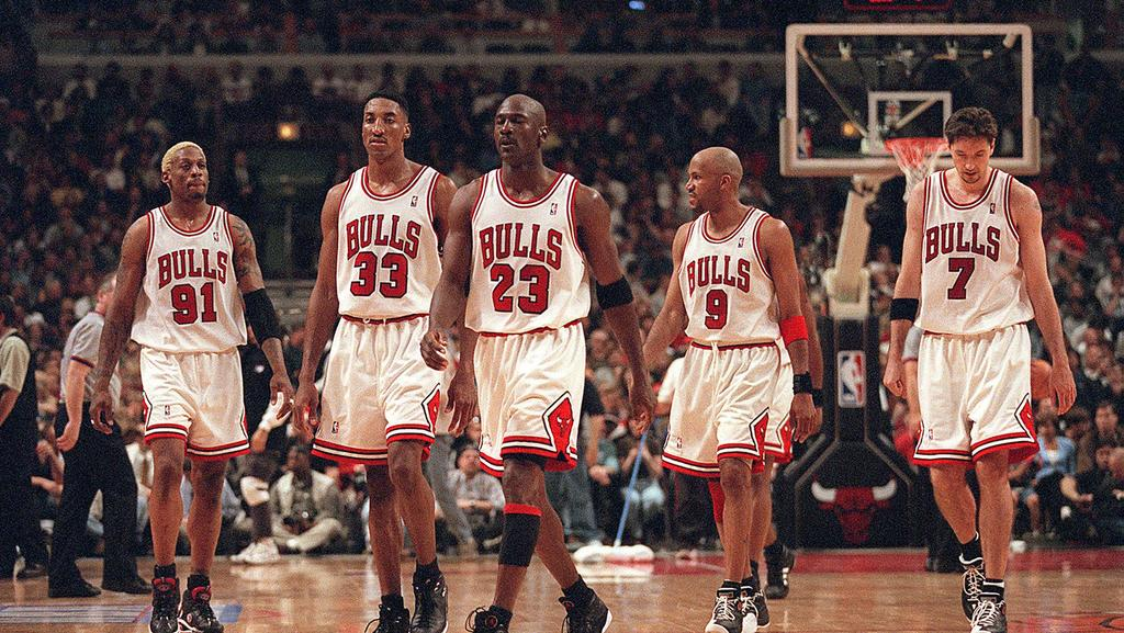 April 24, 1998 - Chicago, IL, USA - From left, Dennis Rodman, Scottie Pippen, Michael Jordan, Ron Harper and Toni Kukoc were big parts of Bulls teams that won three straight NBA Basketball Herren USA titles from 1996 to 1998. Jordan and Pippen were m