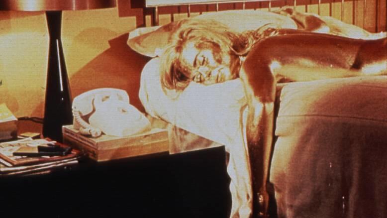 """Wahr oder falsch: Shirley Eaton starb bei den Dreharbeiten zu """"Goldfinger""""?"""