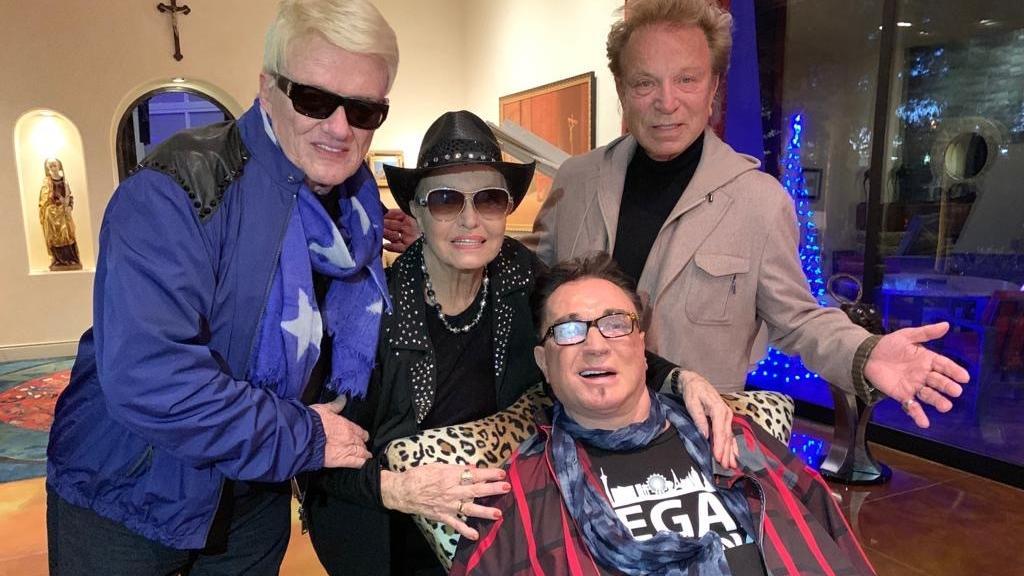 Das letzte gemeinsame Foto, entstand bei Heinos 80. Geburtstag im Dezember 2018 in Las Vegas. (v.l.n.r.: Heino, Ehefrau Hannelore Kramm, Roy Horn, Siegfried Fischbacher)