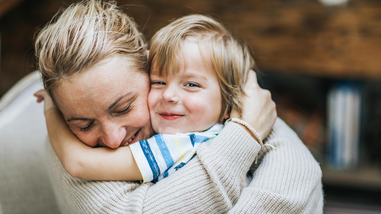 Weniger schimpfen, mehr kuscheln - das wollen viele Eltern, und die Kinder sicher auch
