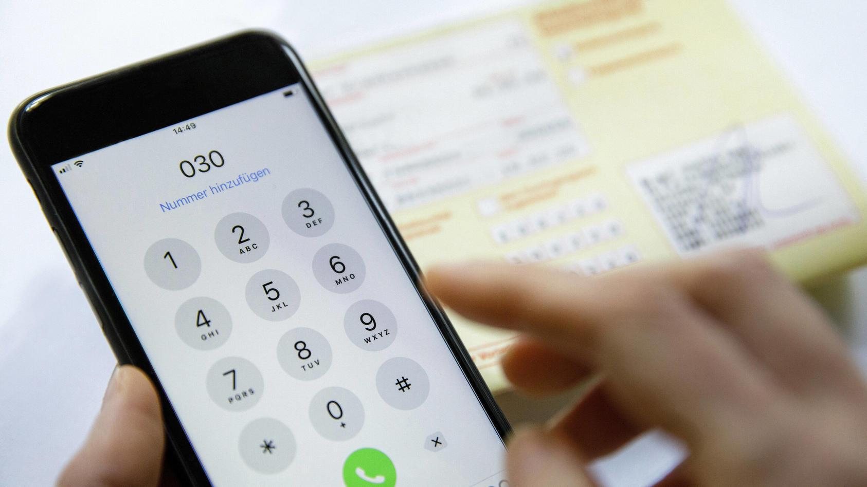 Bis Ende März können sich Patienten mit Erkältungsbeschwerden telefonisch krankschreiben lassen.