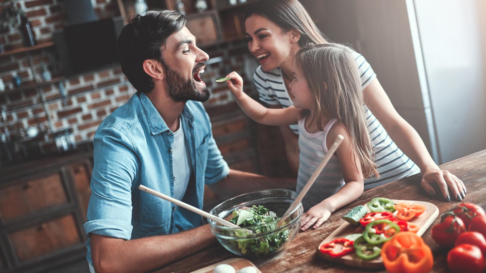 Wie wir essen und kochen hat einen großen Einfluss darauf, wie unsere persönliche CO2-Bilanz ausfällt.