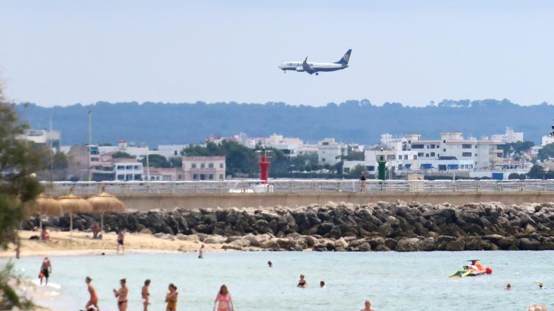 Landeanflug auf Mallorca: Eine Reisewarnung gab es vor Corona hauptsächlich für Länder mit Kriegen und politischen Krisen. Foto: Andrea Warnecke/dpa-tmn