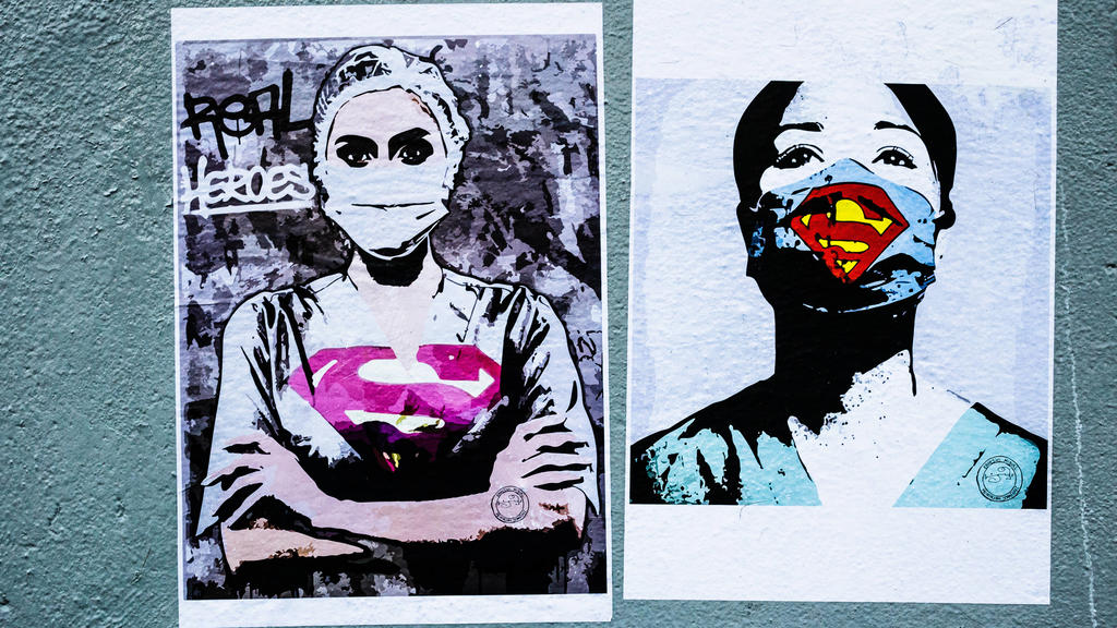 News Bilder des Tages FRANCE - STREET ART IN HOMAGE OF MEDICAL STAFF IN PARIS Street art posters in homage to the medical staff stuck on an outside wall of the Tenon hospital in the 20th district. Daily illustration made outoor during the Coronavirus