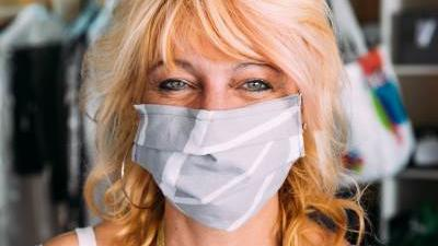 Fotografin Annika Nüdling porträtiert Menschen mit Maske
