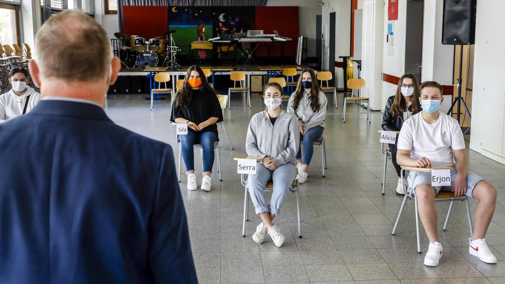Neuer Alltag in vielen Schulen: Maskenpflicht und Mindestabstand im Klassenzimmer.