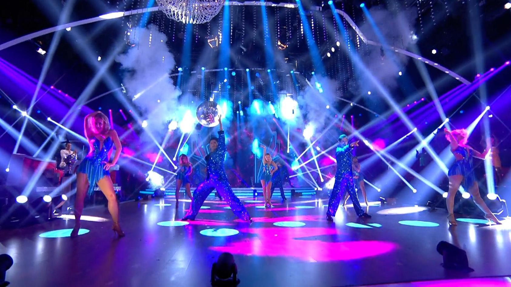 Let S Dance Profi Challenge Diese Tanze Tanzen Christina Luft Co In Der Live Show