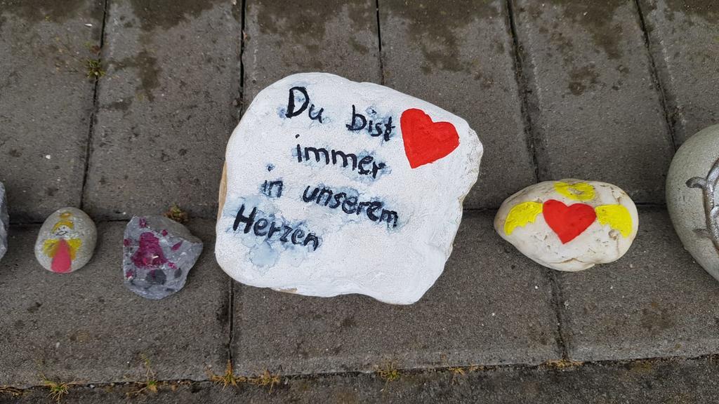 Viersen: Bemalte Steine liegen nach Gretas (3) Tod vor dem Eingang der Kindertagesstätte