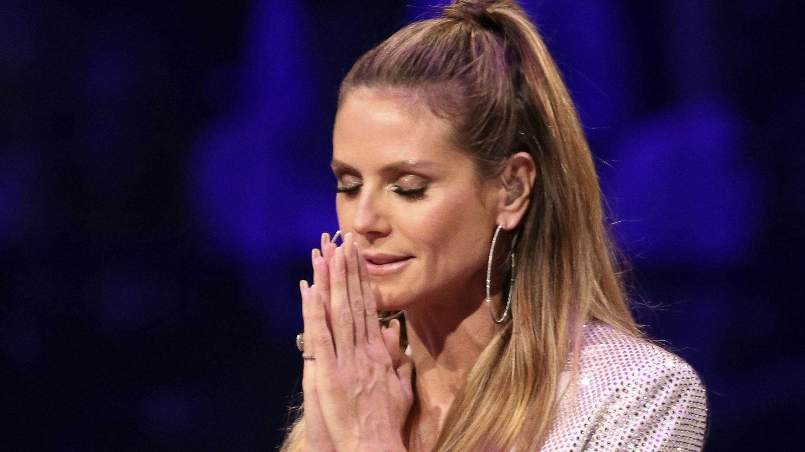 Auf Twitter hat Heidi Klum durch einen ganz bestimmten Hashtag einen Shitstorm ausgelöst.
