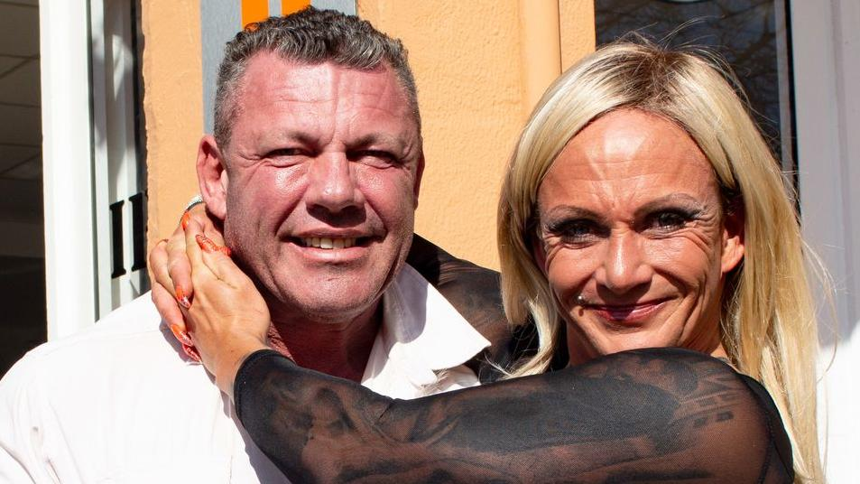 """Andreas und Caro Robens werden seit über sechs Jahren vom """"Goodbye Deutschland""""-Team begleitet  – mit kleiner Unterbrechung."""