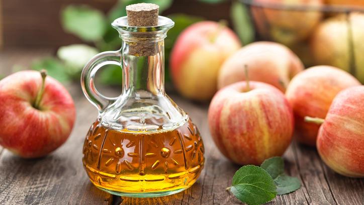 Apfelessig ist nicht nur wirksam in der Küche , sondern kann auch bei gereizter Haut Abhilfe verschaffen