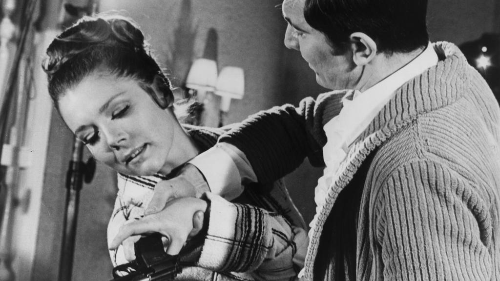 """George Lazenby ist reichlich ruppig zu Diana Rigg in """"Im Geheimdienst Ihrer Majestät"""""""