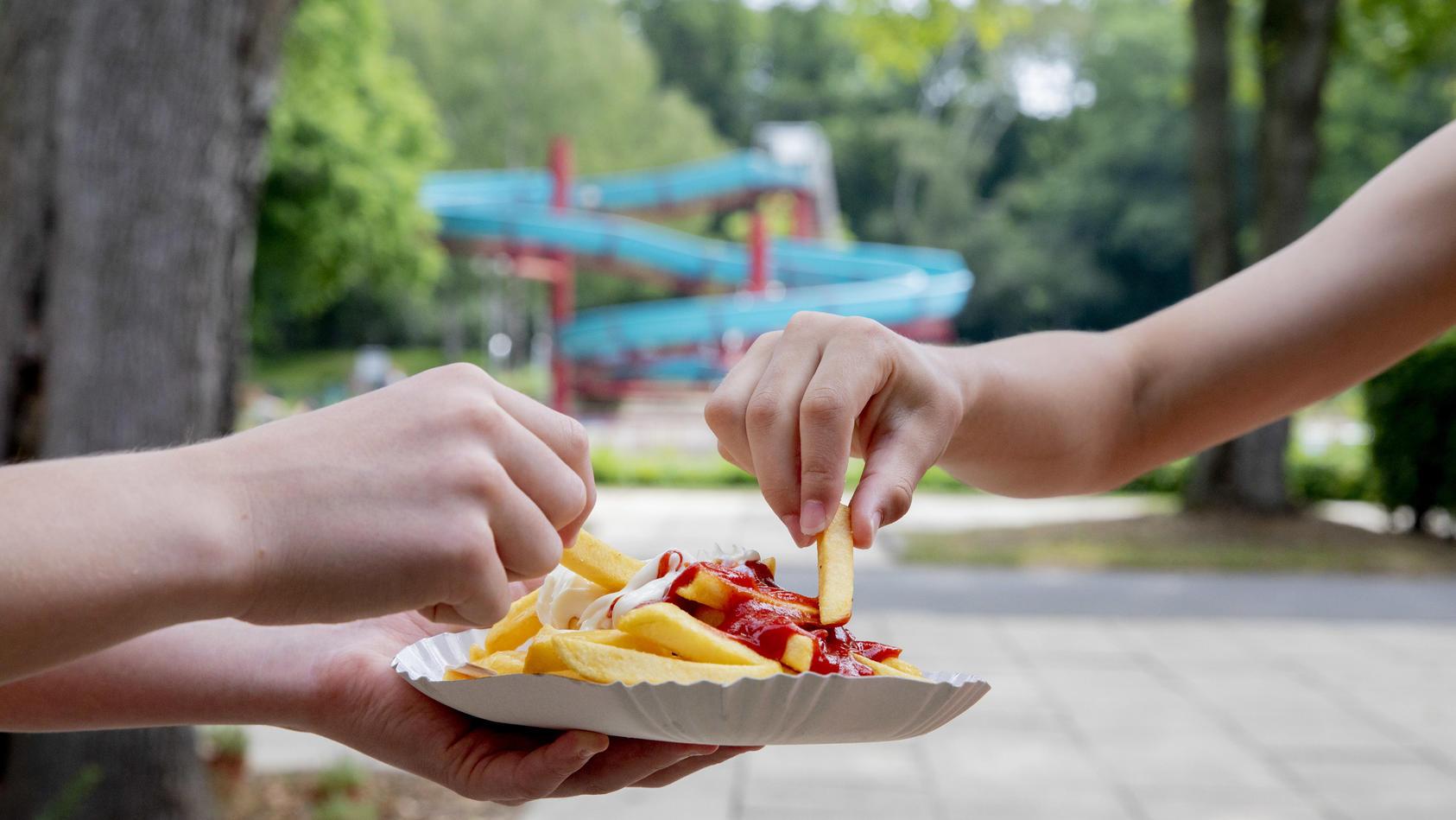Pommes-Heißhunger im Freibad