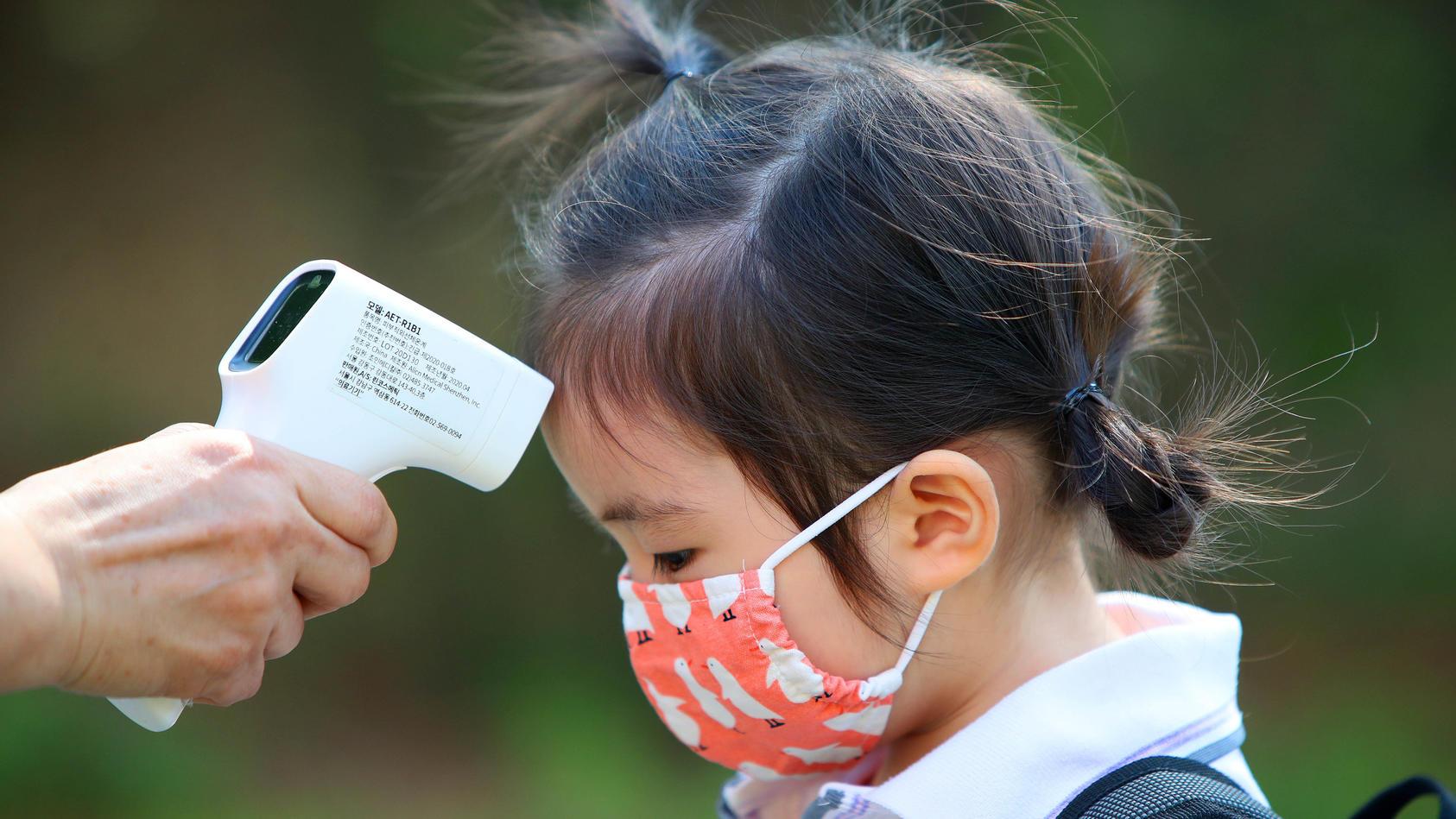 Coronavirus: Kinder gelten als weniger gefährdet als Erwachsene. Aber trifft das auf alle Kinder zu?