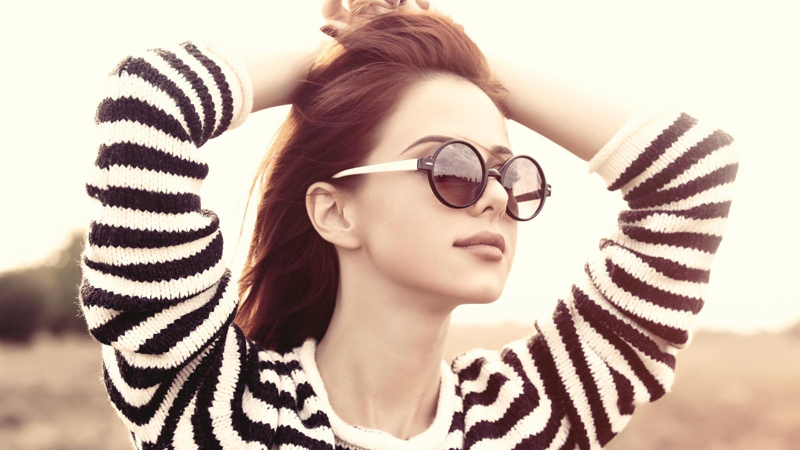 Die Sonnenbrille sollte cool aussehen und die Augen schützen.
