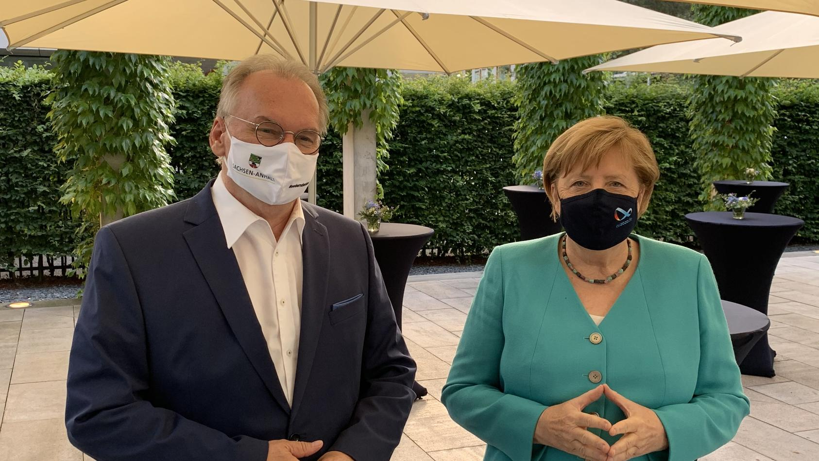 Bundeskanzlerin Merkel zeigt sich zum ersten Mal mit Maske