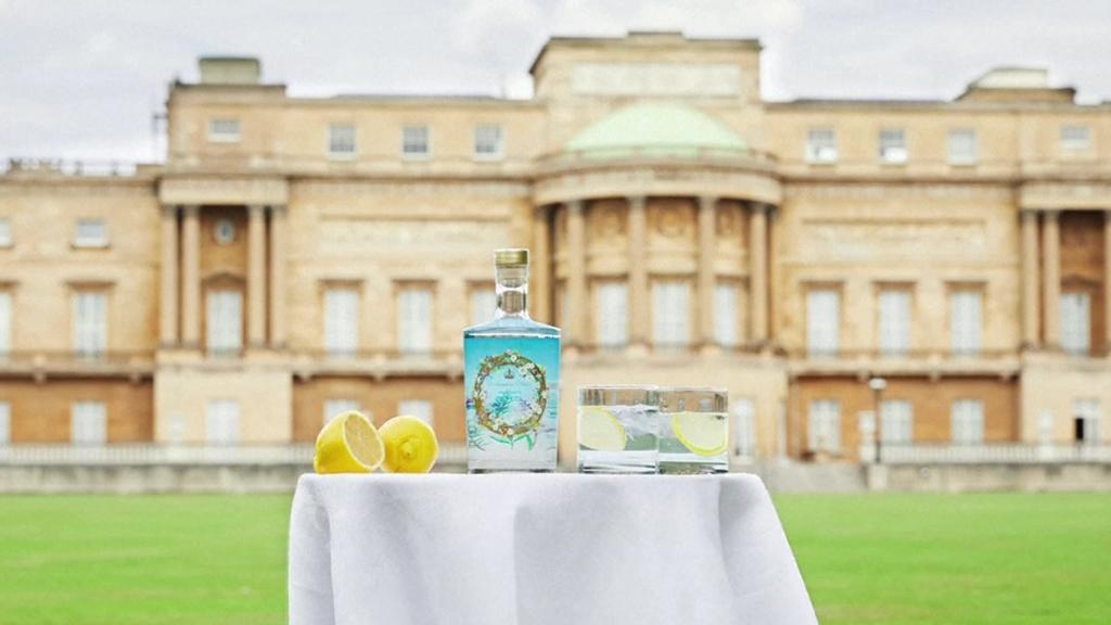 Die Queen gilt als Gin-Liebhaberin. Das ist ihr eigener Gin - mit Kräutern aus den eigenen Gärten.