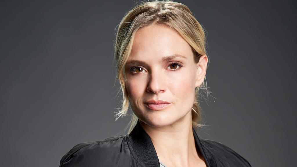 Pia Stutzenstein spielt Vicky Reisinger, Polizeikommissarin
