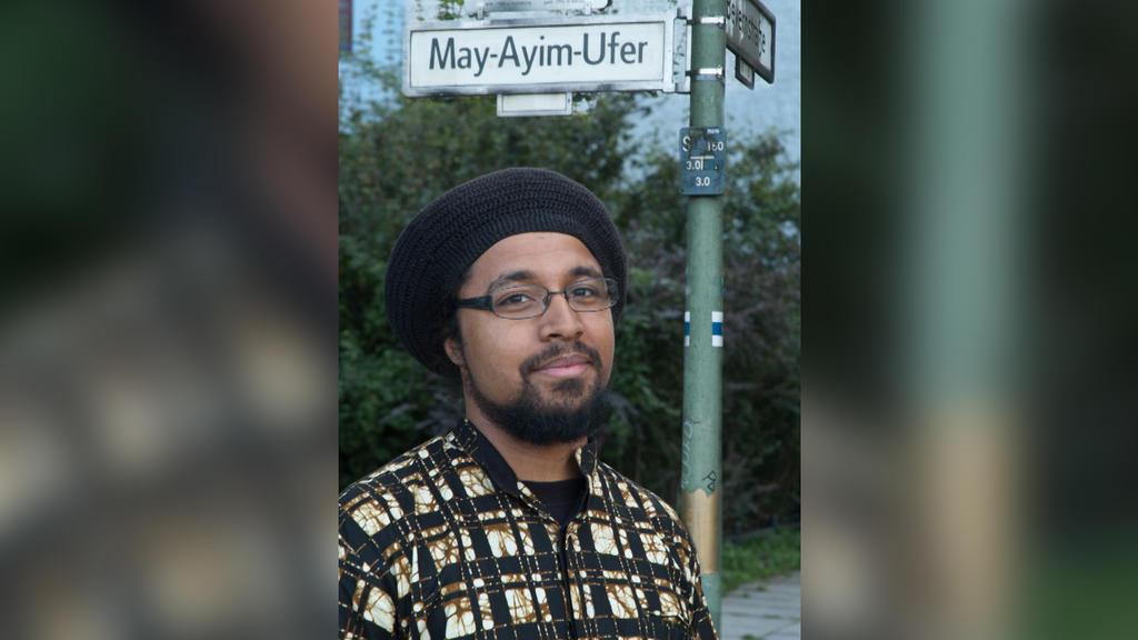 """Joshua Kwesi Aikins , wissenschaftlicher Mitarbeiter an der Universität Kassel und bei der Berliner NGO """"Citizens for Europe""""."""