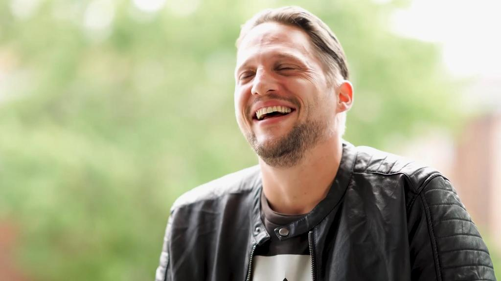 Manuel Schakanowski ist Grafikdesignerbei GZSZ.