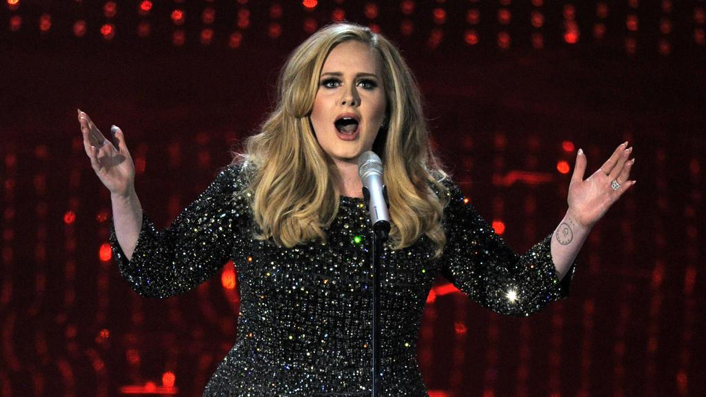 """So sah Adele 2013 aus, zwei Jahre nachdem sie mit ihrem Album """"21"""" erstmals auf Platz eins der internationalen Charts gestiegen ist."""