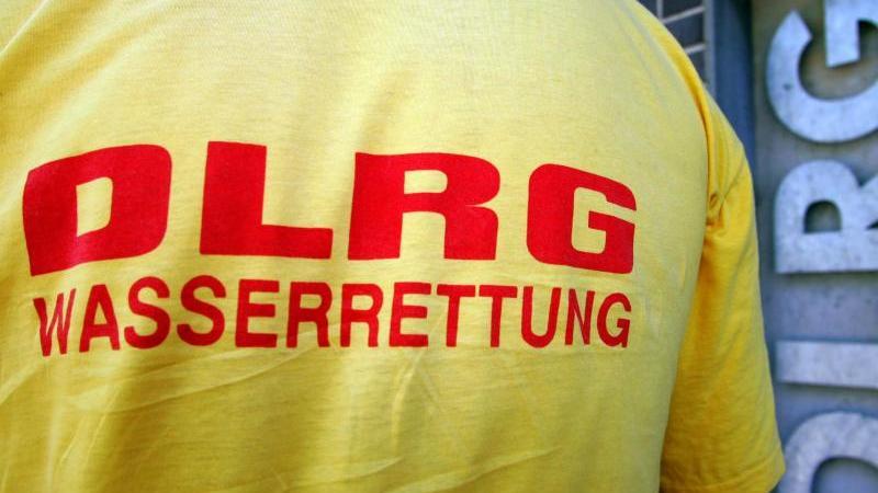 Ein Helfer der DLRG