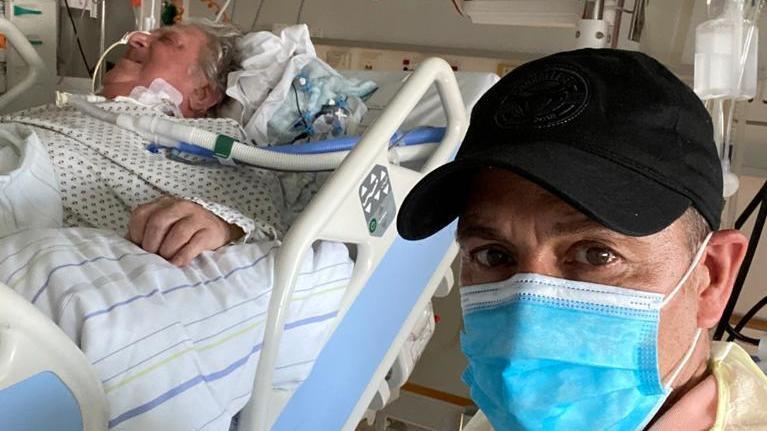Erdogan Atalay besucht seinen Vater auf der Intensivstation