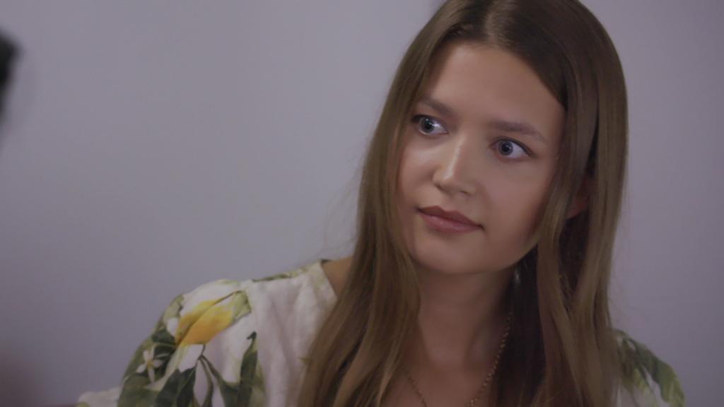 AWZ: Nathalie sieht Maximilians Wunde.